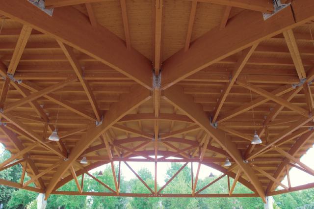 Tettoia per impianti sportivi in legno
